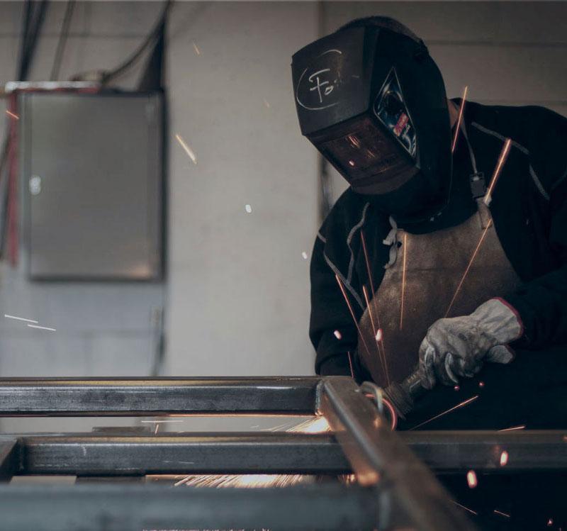 Frame lavorazione acciaio e infissi a Brescia